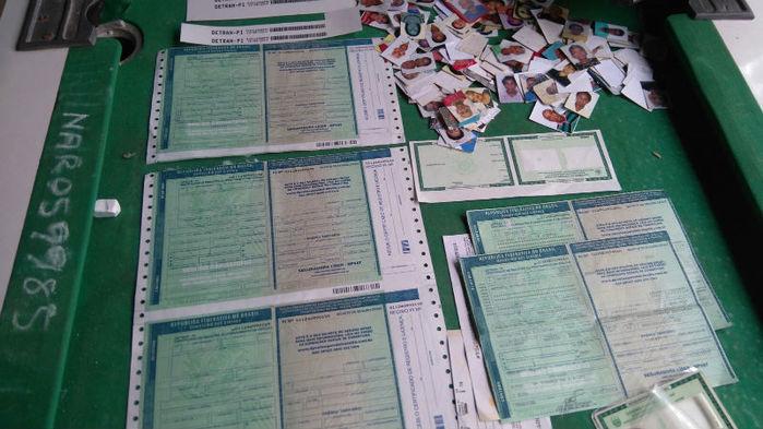 Documentos apreendidos pela polícia