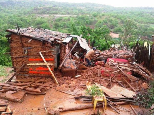 Casa destruída após forte chuva em Picos