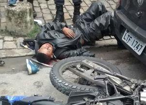 Assaltantes são atropelados durante tentativa de assalto de veículo