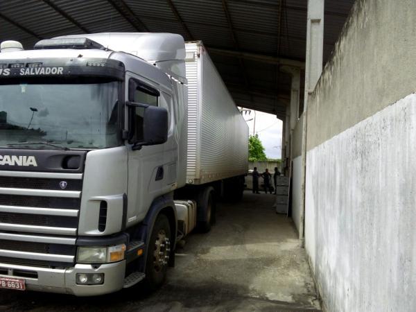 Caminhão apreendido pela Deccoterc
