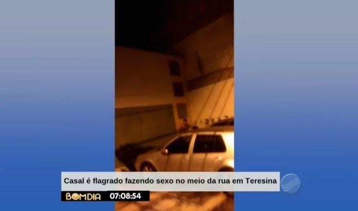 Casal foi visto por pessoas em um veículo (Crédito: Reprodução)
