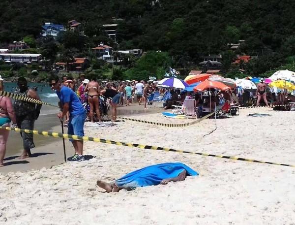 Corpo de nordestino assassinado não atrapalha dia de praia em Florianópolis (Crédito: DCM)