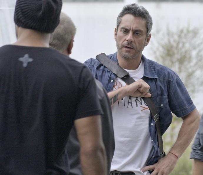 Romero é visto cumprimentando Tio (Crédito: Reprodução)