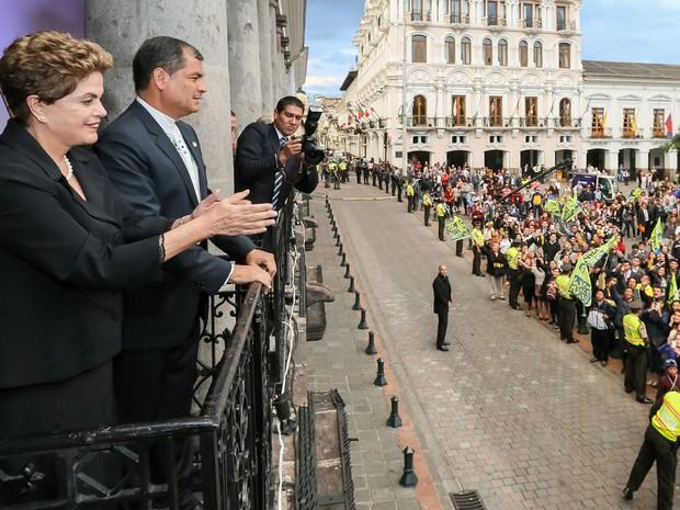 Dilma no palácio presidencial equatoriano, ao lado de Rafael Correa  (Crédito: Reprodução)