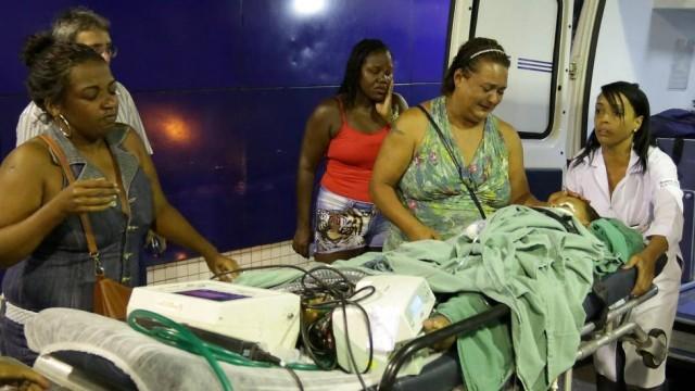 familiares de kaique se desesperam ao ver menino em coma (Crédito: Marcelo Theobald/Extra/Agência O Globo)