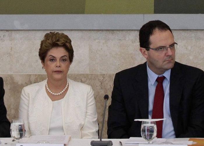 Dilma Rousseff e o ministro da Fazenda, Nelson Barbosa  Leia mais sobre esse assunto em http://oglobo.globo.com/economia/medidas-de-incentivo-ao-credito-chegam-r-83-bilhoes-18562057#ixzz3yZd6jlCI © 1996 - 2016. Todos direitos reservados a Infoglobo Comunicação e Participações S.A. Este material não pode ser publicado, transmitido por broadcast, reescrito ou redistribuído sem autorização. (Crédito: O Globo )