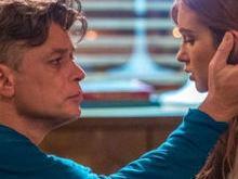 Carolina e Jonatas flagram beijo de Arthur e Eliza