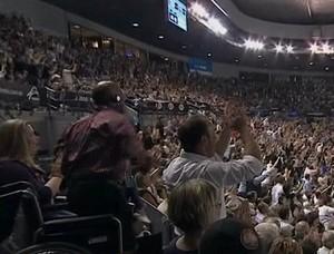 Cadeirante se levanta após o ponto (Crédito: Reprodução)