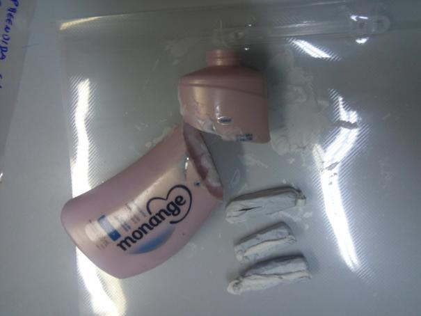 Droga encontrada em desodorante (Crédito: Reprodução)