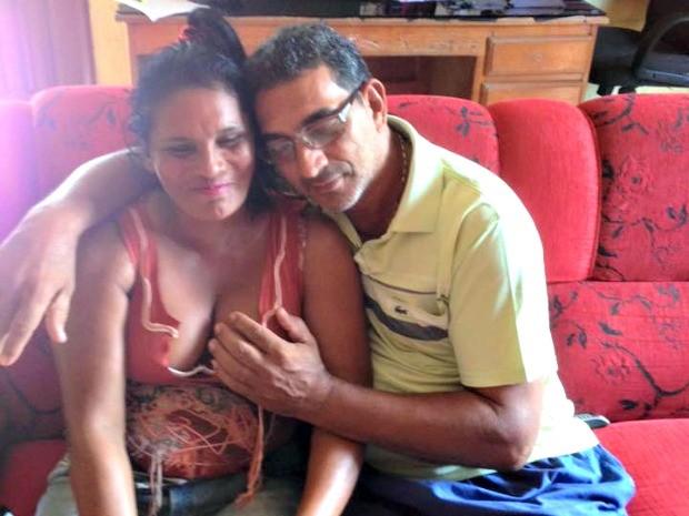 Foto do vereador com vizinha  (Crédito: Maruca Portela/Arquivo Pessoal)