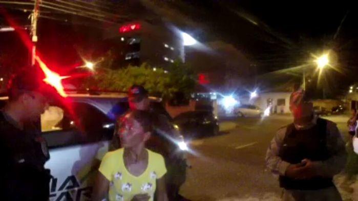 Mulher presa com drogas para o filho (Crédito: Plantão Policial)