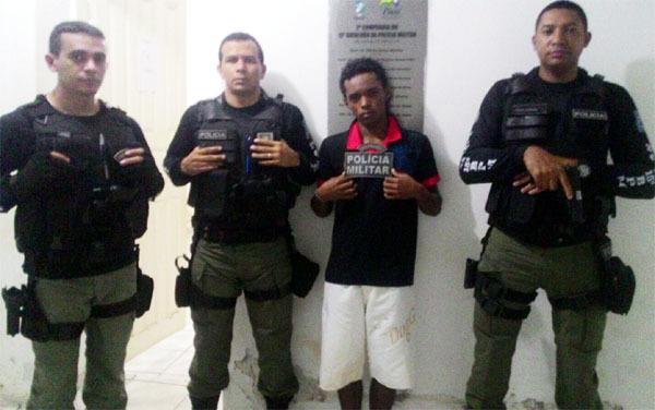 Policiais prendem Gilvan Cardoso de Macedo Filho (Crédito: Divulgação)