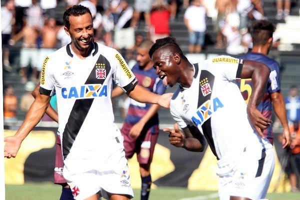 Vasco estreia com vitória no Carioca