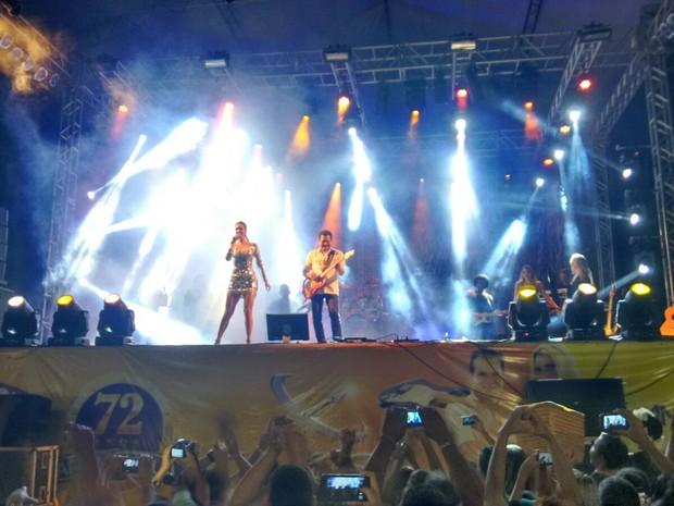 Thábata e Ximbinha se apresentaram ao vivo pela primeira vez com a banda XCalypso (Crédito: Reprodução)