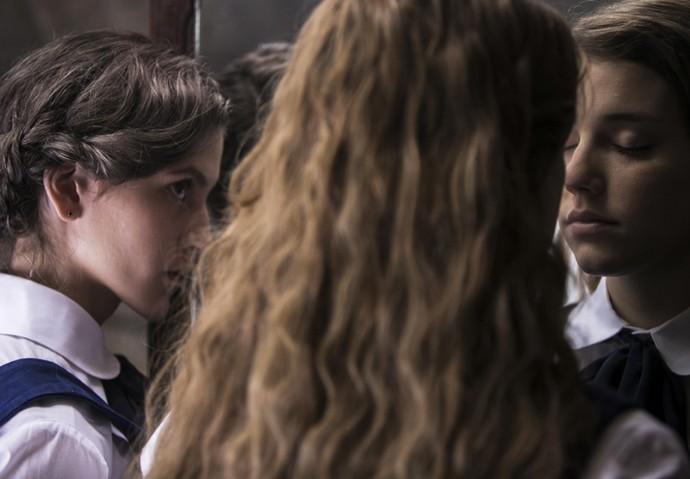 Aula de beijo entre as internas (Crédito: Reprodução)