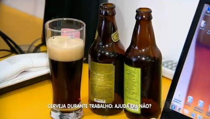 Cerveja durante o trabalho (Crédito: Reprodução )