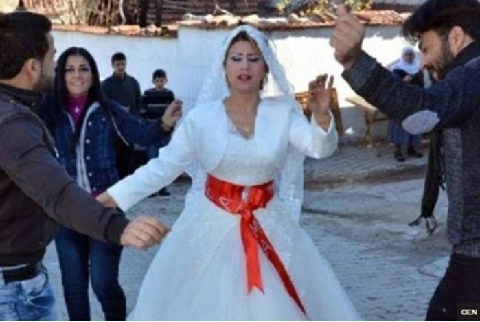 Mulher se casa 3 vezes, aplica 'golpe do baú' e foge com dinheiro (Crédito: Reprodução)