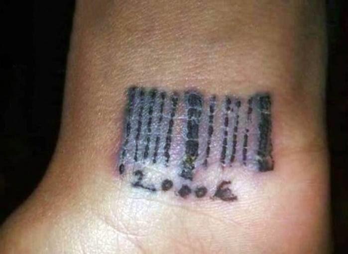 Cafetão é preso por tatuar código de barras e nome em prostitutas (Crédito: Divulgação )