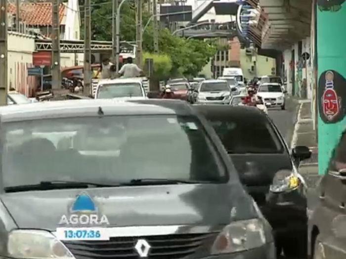 Veículos em Teresina  (Crédito: Reprodução TV Meio Norte)
