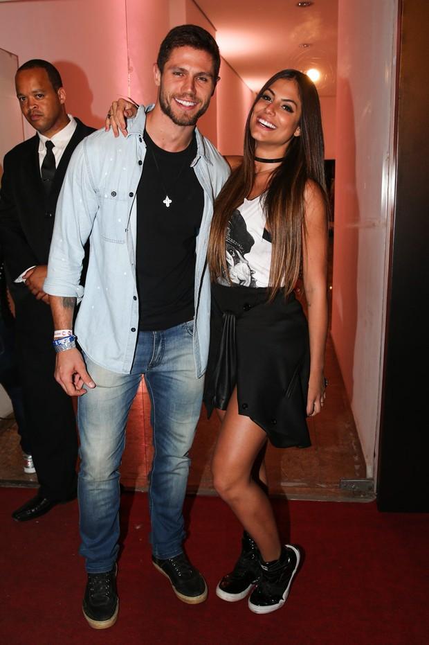 Jonas Sulzbach com a namorada Mari Gonzales (Crédito: Reprodução)