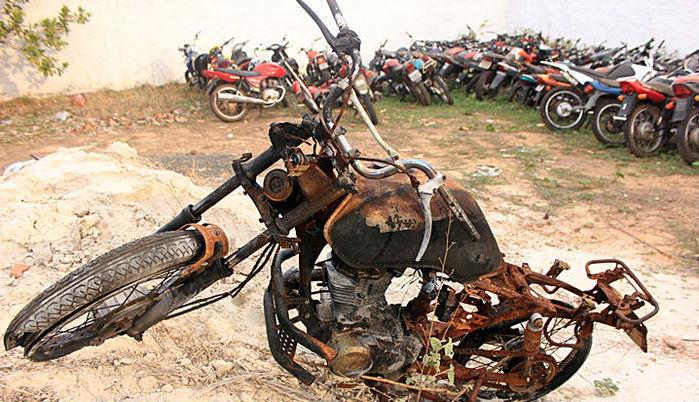 Moto roubaada é encontrada incendiada dentro de matagal no Piauí