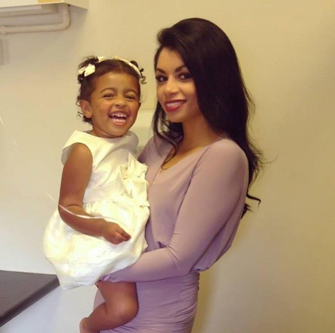 Kelly e a filha que hoje está com 3 anos (Crédito: Reprodução)