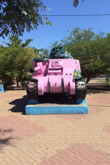 Tanque rosa após ato de gerente (Crédito: Reprodução)