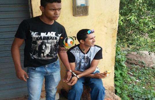 Dupla com moto roubada é presa ao tentar fugir de José de Freitas