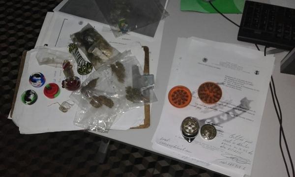 Três jovens são presos com LSD, cocaína e maconha na BR-407