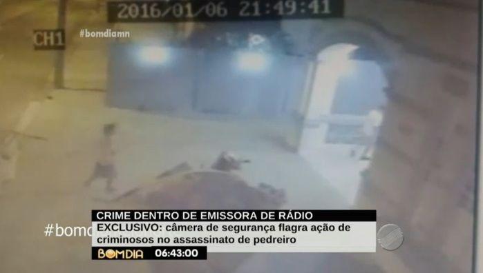Segundo bandido entra rápido e com faca na mão (Crédito: Reprodução/TV Meio Norte)
