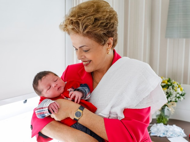 Presidente posa com o seu segundo neto (Crédito: Reprodução)