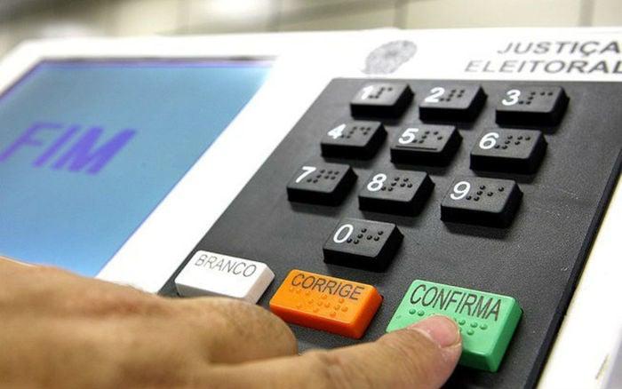 Minirreforma eleitoral: permite o uso da internet, por meio de sites de campanha, redes sociais, aplicativos e mensagens