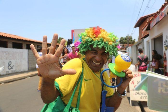 """""""As pesquisas estão maquiadas"""", afirma Dr. Pessoa em carreata (Crédito: Efrem Ribeiro)"""