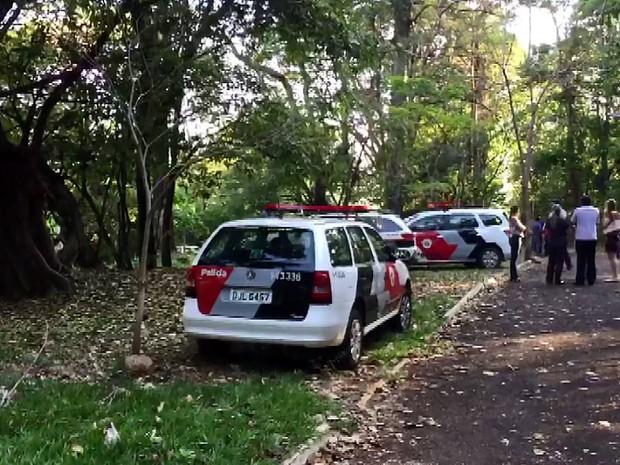 Mulher é encontrada morta, sem olhos, nua e amarrada em parque