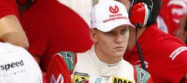 Filho de Schumacher perde chance de prmeiro título na F4 alemã