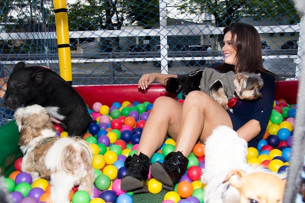 Geisy Arruda fez festa para seu cachorro  (Crédito: Ego)