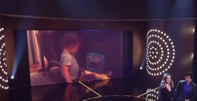 Sandy mostra vídeos raros do filho Theo ao ganhar homenagem
