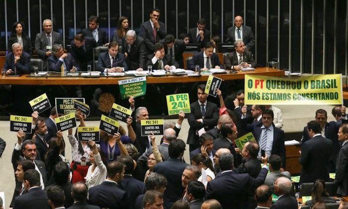 Deputados na votação da PEC (Crédito: Reprodução)