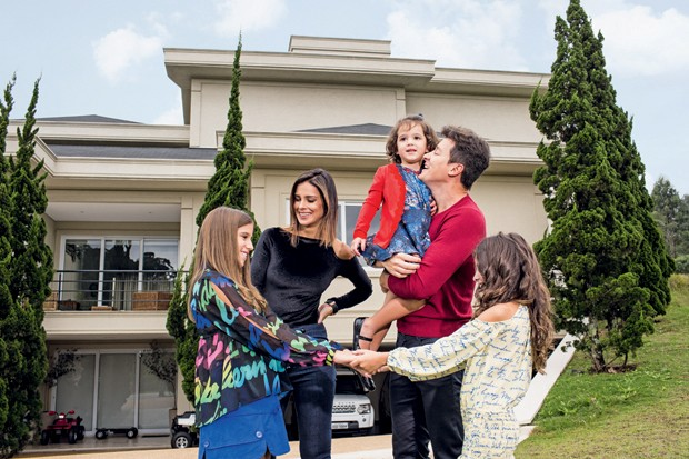 Rodrigo Faro e a família (Crédito:  Guilherme Zauith/Ed Globo)
