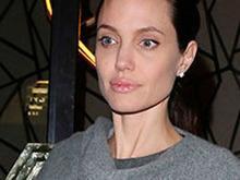 Angelina Jolie perde 4 quilos após separação de Brad Pitt