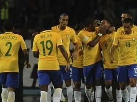 Brasil vence a Venezuela por 2 a 0 e lidera as Eliminatórias