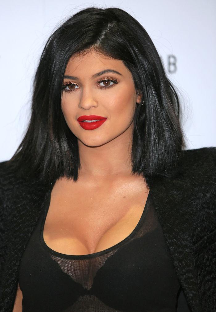 'Não queria ser uma má influência', afirma Kylie Jenner  sobre preenchimento labial
