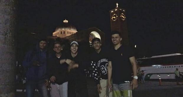 Biel paga promessa e caminha 25 km até Santuário de Aparecida