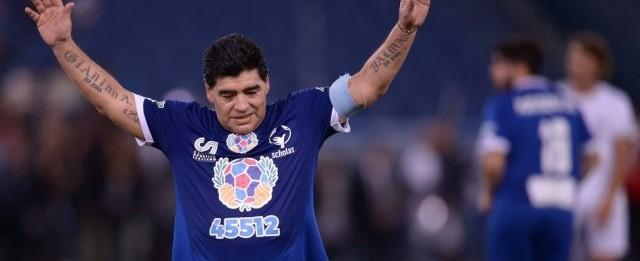 Maradona coloca Neymar no mesmo patamar de Messi e Cristiano