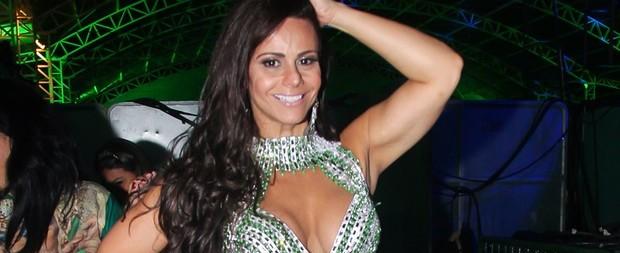 Look de Viviane Araújo deixa dúvida sobre uso da calcinha