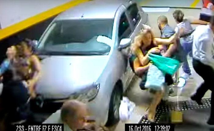 Duas pessoas morreram atropeladas  (Crédito: Reprodução/ Youtube)