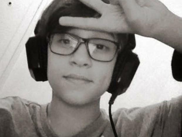 Menino de 13 anos morre enforcado durante jogo transmitido pela internet