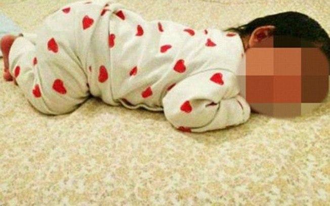 Diversas fotos da bebê foram disponibilizadas no anúncio  (Crédito: Ebay/repro)