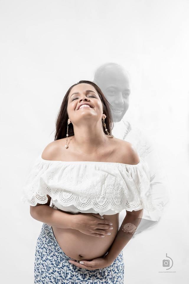 Em ensaio fotográfico da sua gravidez, viúca inclui imagem de marido morto