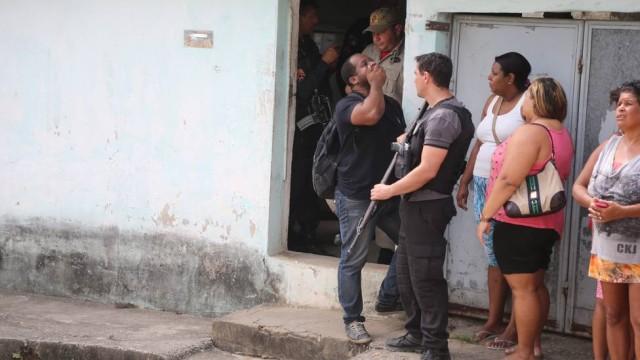 Família de PM é morta a facadas na Baixada Fluminense
